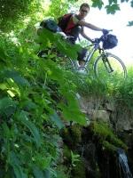 cykložaba Arthur nad pramenom